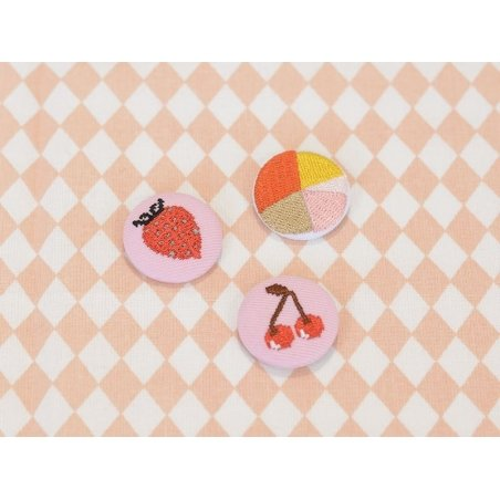 Embroidered brooch - strawberry