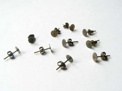 10 pairs of bronze-coloured stud earrings