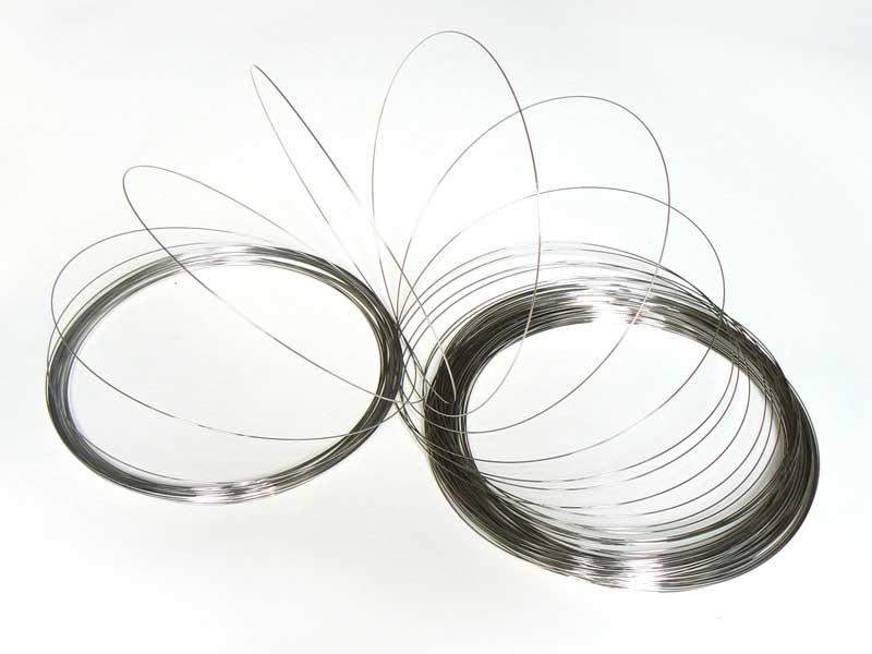 100 m of dark silver-coloured iron wire
