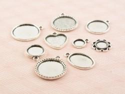 1 breloque support pour cabochon argentée ronde motif couronne - 18 mm
