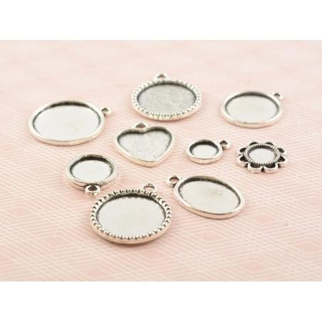 Acheter 1 breloque support pour cabochon argentée ronde motif couronne - 18 mm - 0,79€ en ligne sur La Petite Epicerie - 100...