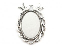 1 oval, silver-coloured blank with a cabochon setting and a fancy edge - 37 mm