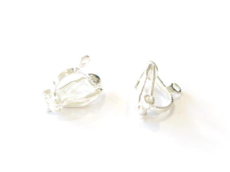 Acheter 1 paire de boucles d'oreilles clip - argenté clair - 0,39€ en ligne sur La Petite Epicerie - Loisirs créatifs