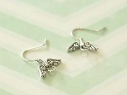 1 paire de boucles d'oreilles fantaisie ailes - argenté