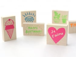 "Tampon ""Happy birthday"" en bois"
