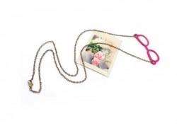 Lange Halskette mit Nerdbrillenanhänger / rosa