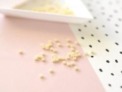 Miyuki-Rocailleperlen 11/0 - milchiges Cremeweiß (Farbnr. 492)