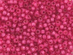 Miyuki seed beads/rocaille beads 11/0 - Shiny raspberry red (colour no. 4239)