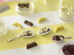 Set of miniature food decorations - Banana split