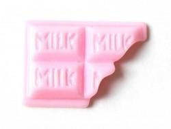 Cabochon tablette de chocolat rose croquée
