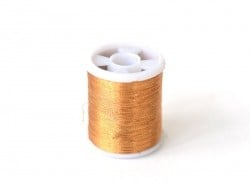 Une bobine de fil à coudre - cuivré