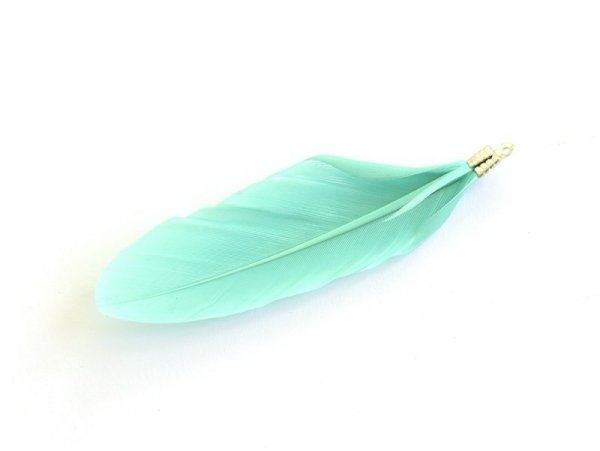 Une plume breloque - vert d'eau