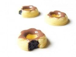 Chocolate-filled doughnut cabochon