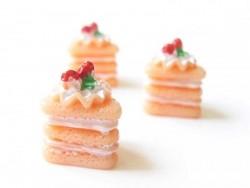 Acheter Cabochon part de gâteau à la framboise - 0,89€ en ligne sur La Petite Epicerie - 100% Loisirs créatifs