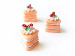Cabochon part de gâteau à la framboise