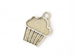 1 silver-coloured silver charm - 1.8 cm