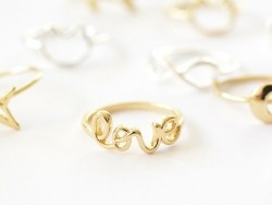 """Ring with the word """"love"""" - gold-coloured letters"""