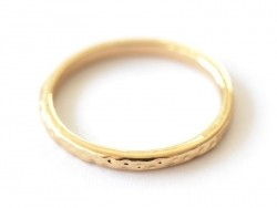 Delicate ring - gold-coloured hammered ring