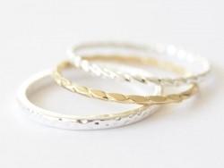 Silberfarbener, gekörnter Ring - schlichter Ring