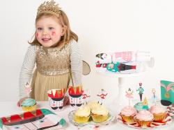 Set de 24 caissettes à cupcakes et 24 piques décoratifs assorties - Casse Noisette