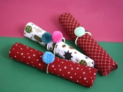 Napkin rings with pompoms