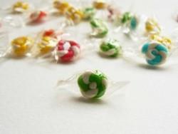 1 in Papier eingewickelter Bonbon - grün