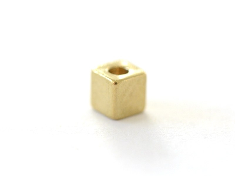 Acheter Perle métallique carrée dorée - 0,19€ en ligne sur La Petite Epicerie - 100% Loisirs créatifs