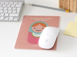 """Mousepad - """"Everyone loves your smile"""" - rosa"""
