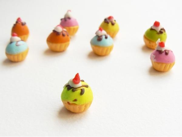 1 cupcake miniature coloré - vert