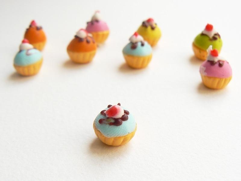 1 miniature cupcake - blue