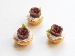 1 Kuchen / Cupcake mit einer Schokoladenrose