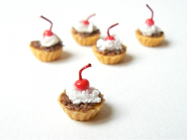1 chocolate tart / cupcake topped with a cherry
