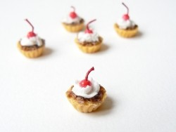 1 tarte / cupcake miniature cerise et chocolat