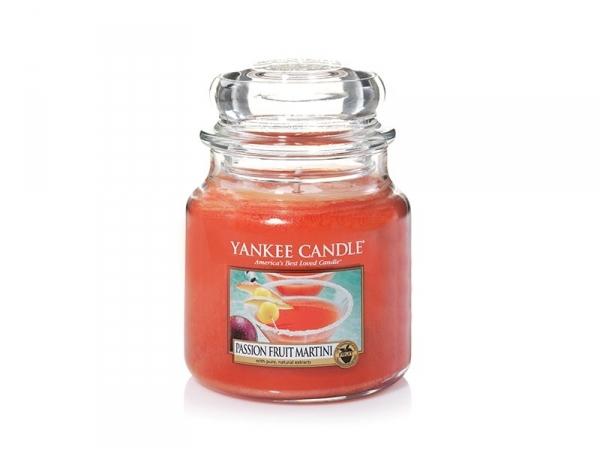 Acheter Bougie Yankee Candle - Passion Fruit Martini / Cocktail Fruit de la passion - Moyenne jarre - 24,89€ en ligne sur La...