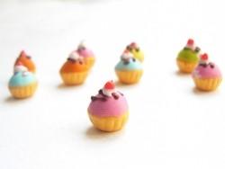 1 bunter Miniaturcupcake - rosa