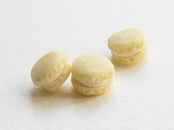 1 tiny macaron - vanilla