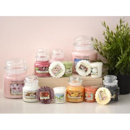 Acheter Bougie Yankee Candle - Strawberry Buttercream / Crème à la fraise - Petite jarre - 11,89€ en ligne sur La Petite Epi...
