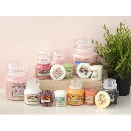Acheter Bougie Yankee Candle - Vanilla Cupcake / Gâteau à la vanille - Bougie votive - 2,69€ en ligne sur La Petite Epicerie...