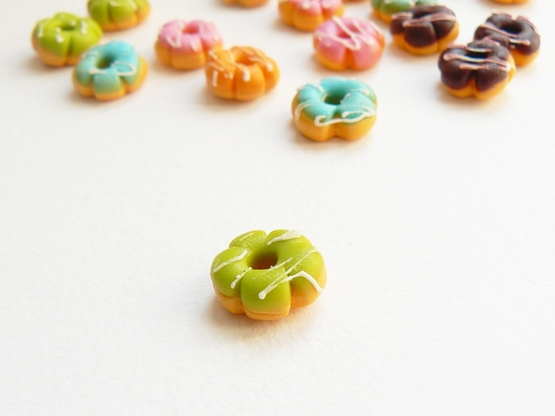 1 miniature flower doughnut - green