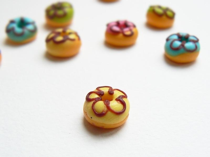 1 round miniature doughnut - yellow
