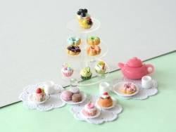 Miniaturkuchenständer aus durchsichtigem Plastik