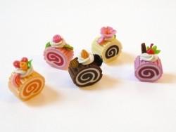 5 köstliche Biskuitrollenstücke in Miniaturformat