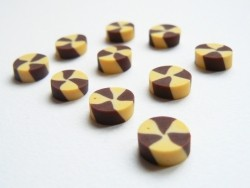 3 small chocolate and vanilla shortbread biscuits
