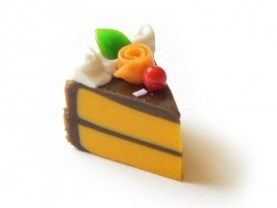 1 délicieuse part de gâteau - glaçage chocolat  - 1