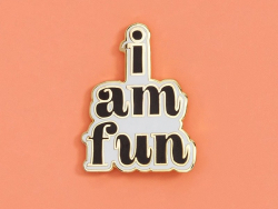 "pin's ""I am fun"" en émail"