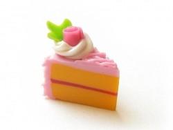 1 délicieuse part de gâteau - glaçage framboise