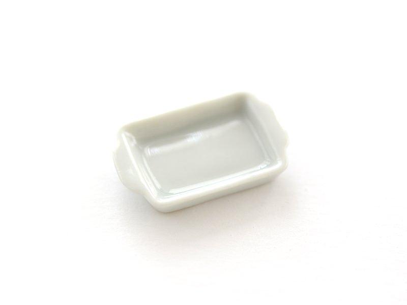 Plat ovale à bordure en relief dentelé