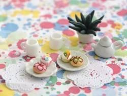 Assiette à bord relief en pétale miniature