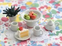 Petite coupelle sur pied en céramique miniature