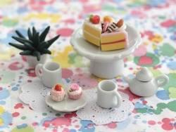 Grande coupelle sur pied en céramique miniature
